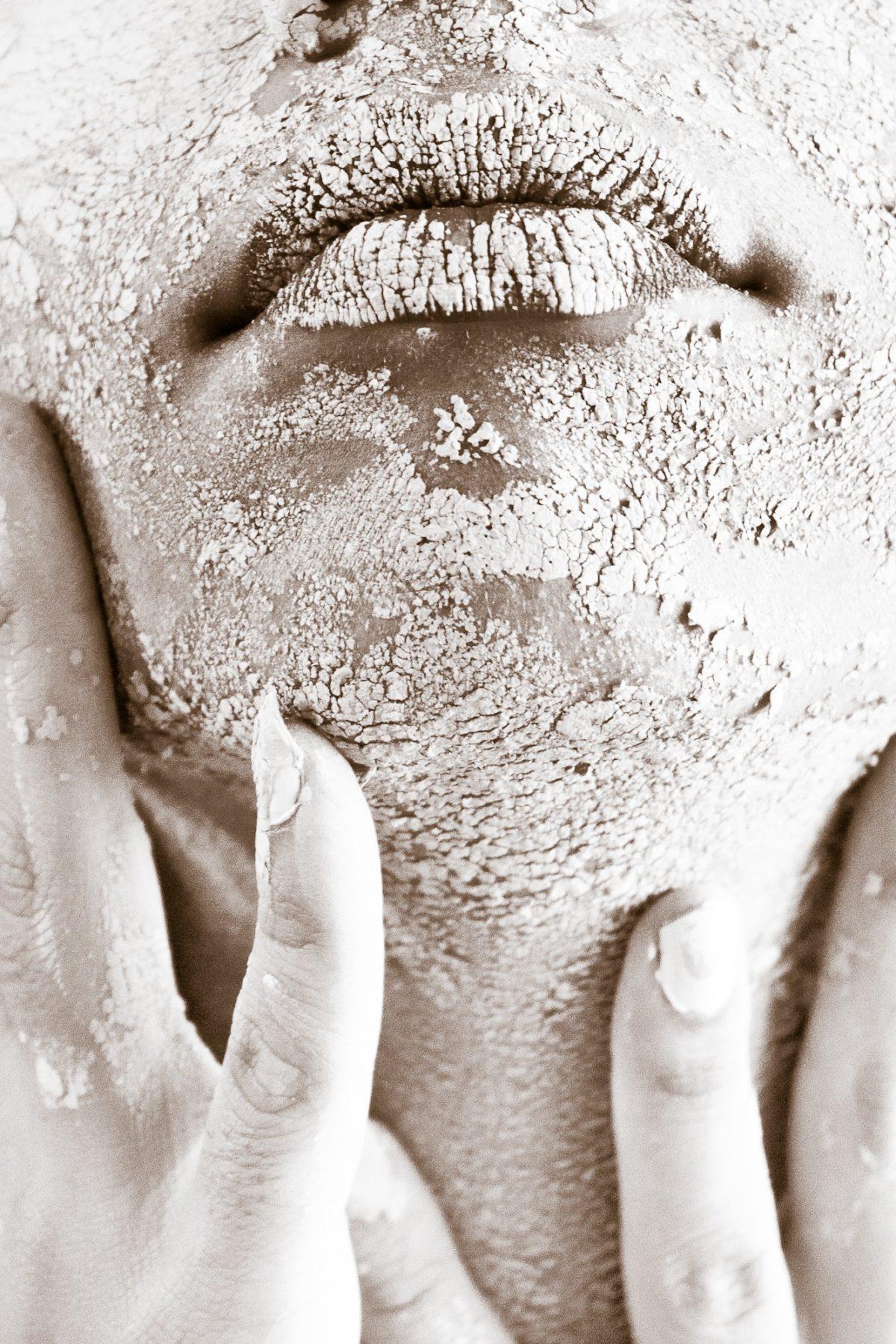 dirty-female-hands-682501-1200x1800.jpg